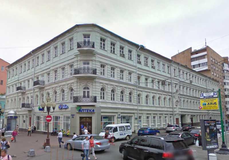 В 1916 р., перебуваючи на засланні у Москві (Росія), М. С. Грушевський жив у будинку по вул. Арбат, 55.