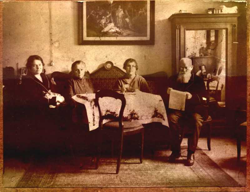 Михайло Грушевський з родиною - фото…